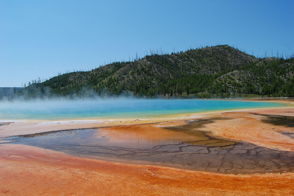 Grand Prismatic Spring is full of living microorganisms despite its high temperature